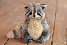 Dominic The Raccoon By Katya Bespalova - Bear Pile Fluffy Animals, Plush Animals, Felt Animals, Baby Animals, Teddy Toys, Charlie Bears, Unique Toys, Cute Toys, Soft Sculpture