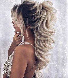 Easy Short Hair Updos That Will Take Eight Minutes or Less – HerHairdos Long Hair Wedding Styles, Wedding Hairstyles For Long Hair, Wedding Hair And Makeup, Bridal Hair, Hair Makeup, Short Hair Updo, Ponytail Hairstyles, Bride Hairstyles, Curly Hair Styles