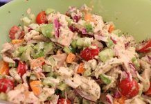Recipes for chicken salad are only as good as the chicken itself. If the chicken is dry or flavorless, no amount of dressing, mayo or seasoning will camouflage it. Chicken Flavors, Chicken Salad Recipes, Tarragon Chicken, Greek Dishes, Food Tasting, Salad Bar, Greek Recipes, Summer Salads, Food Processor Recipes