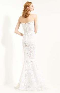 Oscar de la Renta Battenburg Lace Trumpet Gown #wedding