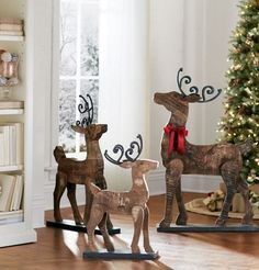 Barnwood Reindeer add rustic charm to the home. Christmas Wood Crafts, Christmas Yard, Noel Christmas, Country Christmas, Outdoor Christmas, Christmas Projects, Winter Christmas, Christmas Decorations, Christmas Ornaments