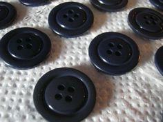 50 Stück Hosenknöpfe,4 Loch,Blau sehr Dunkel,Durchmesser ca.20 mm,Neu,Lübecker Knopfmanufaktur von Knopfshop auf Etsy