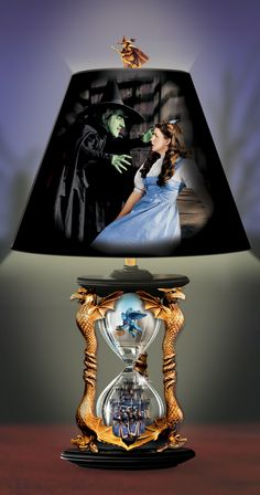 Relive the excitement of the classic film with this Wizard of Oz hourglass lamp.