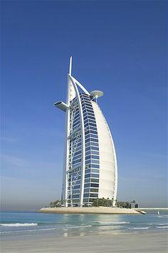 Image: Burj Al Arab, Tower of the Arabs in Dubai (© Jens Kuhfs/Getty Images)