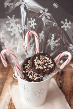 Peppermint Chocolate Chipsters | Crumbs and Chaos #peppermint #Christmas #cookies www.crumbsandchaos.net