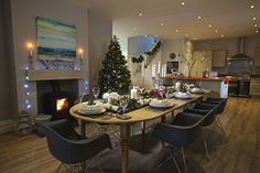 Sundowners, Salcombe. The spacious dining area dressed for Christmas. https://www.coastandcountry.co.uk/cottage-details/sdown/