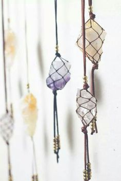 I want to try this in my room. I need to learn more about how to tie crystals like this so they can hang beautifully in a corner.