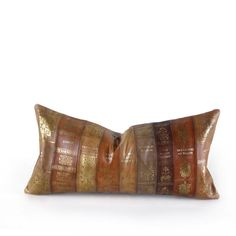 Celebrate the classics with this fun leather book spine pillow. Featuring some of the greats in literature including Moby Dick, Robinson Crusoe, The Great Gatsby, A Tale of Two Cities, War and Peace, Hamlet, Pride and Prejudice, The Grapes of Wrath and Ulysses. The perfect gift for a book lover.