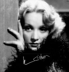 Марлен Дитрих (нем. Marlene Dietrich), полное имя Мария Магдалена Дитрих (нем. Marie Magdalene Dietrich). В фильме «Шанхайский экспресс» (1932)