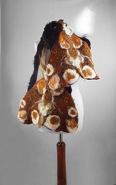 Longue écharpe d'écharpe feutrée papillon feutre Nuno Nuno boho folk : Silkyfelted étoles de tissu feutré