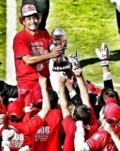 14 de diciembre de 2008. El Deportivo Toluca obtiene su noveno título de liga al vencer a Cruz Azul en la ronda de penales (7-6), con atajada de Hernán Cristante.