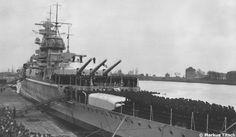 Admiral Graf Spee is commissioned by Kapitän zur See Conrad Patzig.
