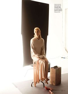 The Spellbinder – Hollywood star Gwyneth Paltrow covers the September edition of Elle US photographed by Carter Smith. Donning simple yet chic looks selected by… Connor Newall, Ruby Aldridge, Carter Smith, Elle Us, Elle Magazine, Magazine Photos, Modern Metropolis, Gorgeous Blonde, Hollywood Star