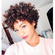 Love that hairdo Curly Hair Tips, Curly Hair Styles, Natural Hair Styles, Short Curly Haircuts, Short Hair Cuts, Short Curls, Natural Hair Inspiration, Great Hair, Hair Today