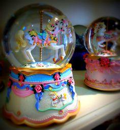 Globo de neve + Carrossel = Perfeição  Snow globe + Carousel = Perfection