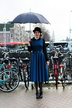 Outfit I wore to Amsterdam Fashion Week | Petrol blue circle dress - self made / DIY, patent heels, bowler hat, side bun updo, umbrella, vintage, Mary Poppins, 50s style, red lips | Fashion & Personal Style Blogger from Amsterdam | More on www.redsonjafashion.com