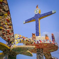 #bobbiandleesphotoadventures #welltravelled in #cuba walking around #jaimanitas where #josérodríguezfuster has decorated a whole neighborhood with unique tile sculptures. . . . . . . . . #ybutlertours  #passportexpress  #passionpassport  #chasinglight #toldwithexposure #acolorstory #colorhunters #colorlove #justgoshoot #fujixpro2 #velvia
