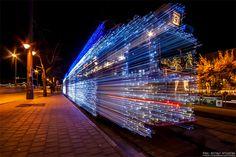 バルブ撮影/ハンガリーの路面電車が「まるでタイムマシーン」30,000に明滅するLEDが、想像以上に美しかった
