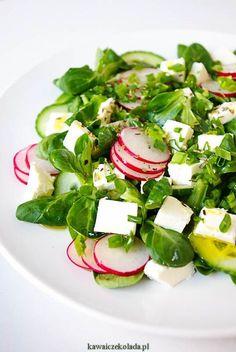 Sałatka z rzodkiewką i fetą Healthy Salad Recipes, Raw Food Recipes, Healthy Cooking, Healthy Eating, Anti Pasta Salads, Leafy Salad, Classic Salad, Work Meals, Salty Foods