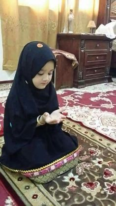 Learn Quran Academy is a platform where to Read Online Tafseer with Tajweed in USA. Best Online tutor are available for your kids to teach Quran on skype. Beautiful Muslim Women, Beautiful Girl Image, Beautiful Babies, Muslim Family, Muslim Girls, Muslim Men, Muslim Hijab, Cute Kids Photos, Cute Baby Pictures