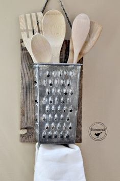 So clever! Vintage Cheese Grater Organizer www.homeroad.net