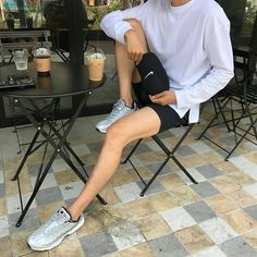 the legs uwu Korean Fashion Men, Trendy Fashion, Mens Fashion, Trendy Style, Teen Boy Fashion, Summer Shorts Outfits, Short Outfits, Guy Outfits, Mens Trends