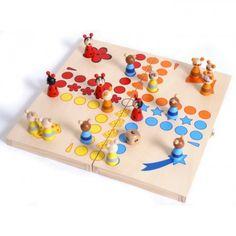 Klasická hra v zábavnom dizajne, kde hráči hrajú so zvieracími postavami! Hra je bezpečne uložená v drevenej krabici. Balenie obsahuje kocku s číslami.