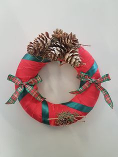 couronne simple 4th Of July Wreath, Christmas Wreaths, Holiday Decor, Simple, Home Decor, Christmas Swags, Homemade Home Decor, Holiday Burlap Wreath, Interior Design