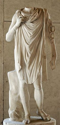 A toga is a draped, elliptically shaped mantle that most likely evolved from the tebenna. All other citizens, including women, slaves, and foreigners were not allowed to wear the toga Ancient Greek Sculpture, Ancient Greek Art, Greek Statues, Ancient Rome, Greece Costume, Ancient Greek Clothing, Greek Toga, Roman Toga, Roman Dress