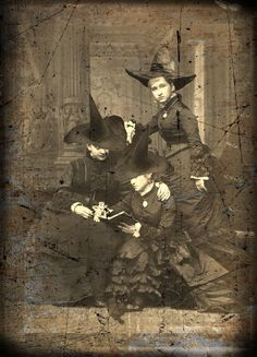 Vintage Halloween Costumes Unusual for it's time. Great for Halloween inspiration. Retro Halloween, Halloween Fotos, Victorian Halloween, Vintage Halloween Photos, Halloween Pictures, Holidays Halloween, Halloween Witches, Vintage Witch Photos, Happy Halloween