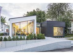 LUXHAUS | open - #Einfamilienhaus von LUXHAUS Vertrieb GmbH & Co. KG | HausXXL #Fertighaus #Bungalow #modern #Pultdach