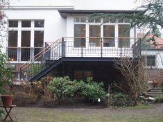 Terrasse als Stahlkonstruktion mit Holzbelag