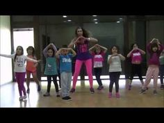 Zumba Kids Jr - Mundo de Colores - YouTube Flash Mob, Zumba Kids, Yoga Sequence For Beginners, Musica Disco, Action Songs, Spanish Songs, Dancing Baby, Outdoor Yoga, Fun Games For Kids