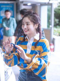 Dahyun Campus Look Kpop Girl Groups, Korean Girl Groups, Kpop Girls, Kpop Fashion Outfits, Stage Outfits, Sailor Outfits, Twice Dahyun, Kinds Of Clothes, Airport Style