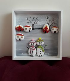Christmas Fayre Ideas, Christmas Projects, Holiday Crafts, Stone Crafts, Rock Crafts, Diy Arts And Crafts, Christmas Pebble Art, Christmas Rock, Pebble Painting