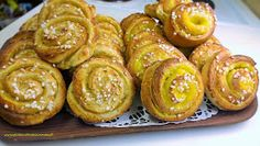 Gluteenitonta leivontaa: Vaniljakierrepullat Onion Rings, Muffin, Gluten Free, Sweets, Breakfast, Ethnic Recipes, Foods, Sweet Pastries, Food Food