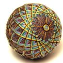 Temari ball with geometric pattern Easy Crafts, Arts And Crafts, Temari Patterns, Traditional Toys, Traditional Japanese, Art Populaire, Folk Embroidery, Japanese Embroidery, Japanese Art