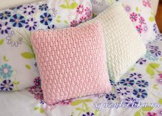 Posted Brick Stitch involves alternating front and back post double crochet to create a fun brick like texture. The Brick Stitch Pattern is a very special. Crochet Home, Diy Crochet, Crochet Crafts, Crochet Projects, Simple Crochet, Crochet Baby, Tutorial Crochet, Afghan Crochet, Bead Crochet