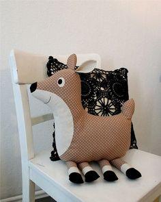 Kuschelkissen-Tier als Reh // Deer cuddly toy pillow by Gretchen-und-Franz via DaWanda.com