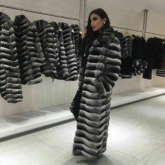 Chinchilla Fur Coat, Fox Fur Coat, Fur Fashion, Womens Fashion, Winter Fur Coats, Fabulous Furs, Women Wear, Sexy Women, Fur Collars
