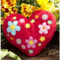 Altijd leuk zo'n mooi hart kussen met bloemetjes ('Be mine') van het merk Hiccups! Dit hart kussen past ook erg goed bij het Hiccups dekbedovertrek Balloons.