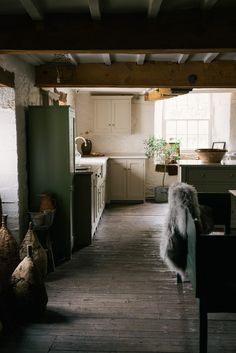Beautiful deVOL tables, cupboards, sinks and taps, made to look vintage but work like new with bespoke sizes and colours. Shabby Chic Kitchen, Country Kitchen, Vintage Kitchen, Home Design, Home Interior Design, Industrial Style Kitchen, Vintage Industrial, Industrial Design, Industrial Bedroom