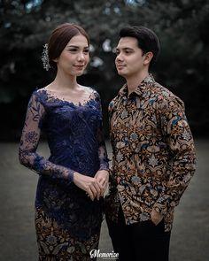 Balinese Concept Intimate Homey Engagement by Okira & Anza - Hochzeit Kebaya Lace, Kebaya Hijab, Batik Kebaya, Kebaya Dress, Kebaya Muslim, Batik Dress, Kebaya Wedding, Wedding Hijab, Wedding Shoot