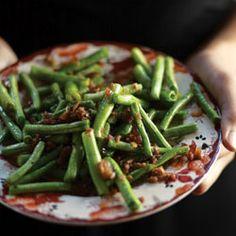 Loubieh Wa Hommus Bi-Ziet (Lebanese-Style Green Beans With Chickpeas in Olive Oil)