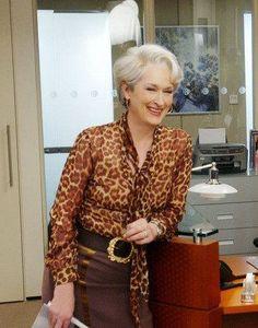 Meryl Streep in The Devil Wears Prada, 2006 Miranda Priestly, Look Office, Devil Wears Prada, Advanced Style, Meryl Streep, Grey Hair, Fashion Outfits, Womens Fashion, Actresses