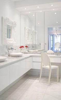 all white bathroom Modern Bathroom Design, Bath Design, Bathroom Interior Design, Modern Interior, Interior Decorating, Bathroom Chair, Bathroom Spa, Bathroom Lighting, Bathroom Ideas