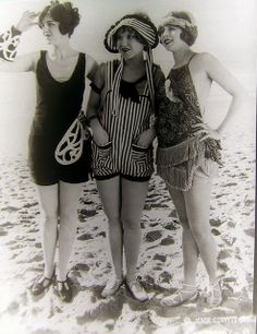 Mack Sennett Bathing Beauties, ca. Mack Sennett Bathing Beauties, ca. 20s Fashion, Fashion History, Vintage Fashion, Beach Fashion, Vintage Bathing Suits, Vintage Swimsuits, Belle Epoque, Fotografia Retro, Style Année 20