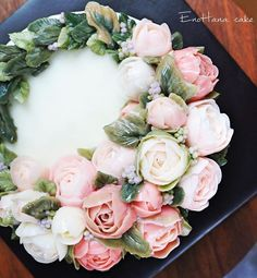 🌹 Done by me enohanacake.com Kakaotalk ID:touko76 Line:enohanaflowercake  Enohana flower cake & baking class studio  #rose#flowercrown#flower#버터크림플라워케이크 #플라워케이크 #플라워케이크클래스 #birthdaycake #주문케이크#수제케이크#생일케이크#웨딩케이크#buttercreamcake #butter#buttercreamflowercake #flowercake #에노하나케이크  #weddingcake #dessertstagram #flowercakeclass #bakingclass #연남동#cakeart#cakedecorating#koreanflowercake#花蛋糕#specialcake #birthdaycake#cakedecoration