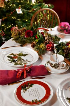 Create a traditional Christmas dining table with the stunning Holly and Ivy tableware from Portmeirion UK Create a traditional Christmas dining table with the stunning Holly and Ivy tableware from Portmeirion UK Cohesive DIY Home Decor Ideas