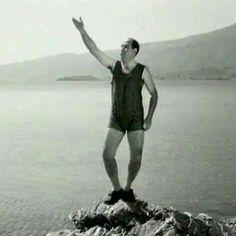 Βέγγος ο μέγας Hilarious, Funny, Classic Movies, Laugh Out Loud, Statue Of Liberty, Greek, Cinema, Actors, Artist